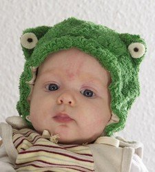 Baby froggie hat in organic cotton