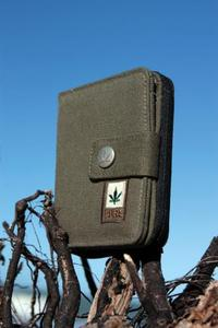 Hemp wallet with zip