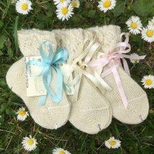 Newborn socks with knot in organic wool