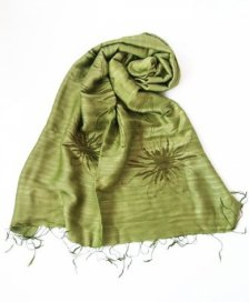 Olive green scarf with print in viscose and silk Fairtrade
