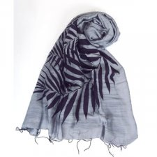 Scarf with lilac print in viscose and fair trade silk