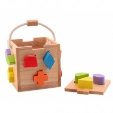 Shape sorter in wood
