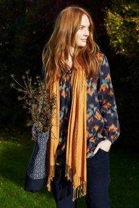 Woman scarf