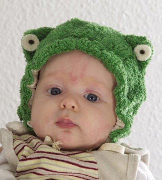 Baby froggie hat in organic cotton