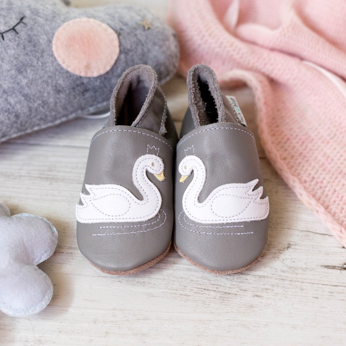 Baby shoe with soft sole in leather Swan Inch Blue
