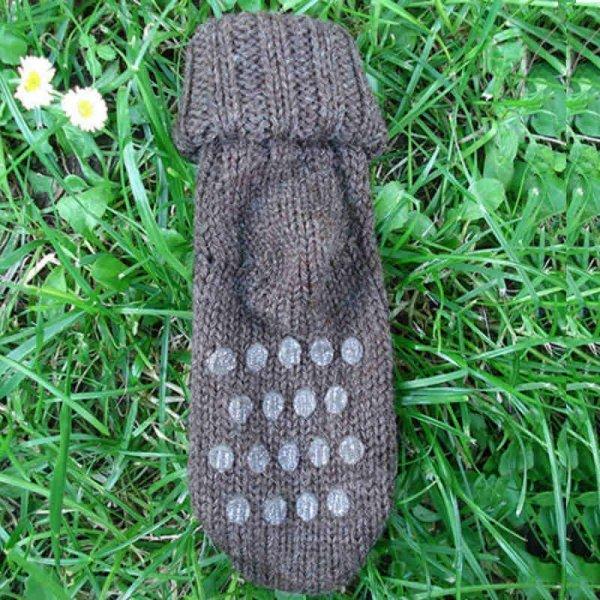 Non-slip socks in undyed organic wool
