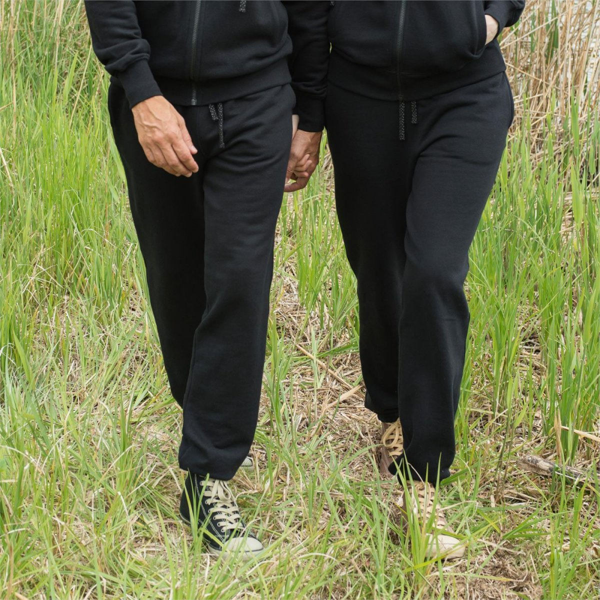 Pantaloni tuta unisex nero in felpa di cotone biologico