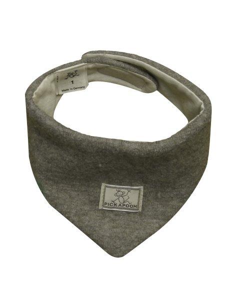 Triangular scarf in virgin wool