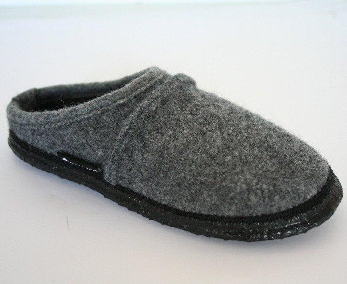 Unisex gray slippers in organic wool